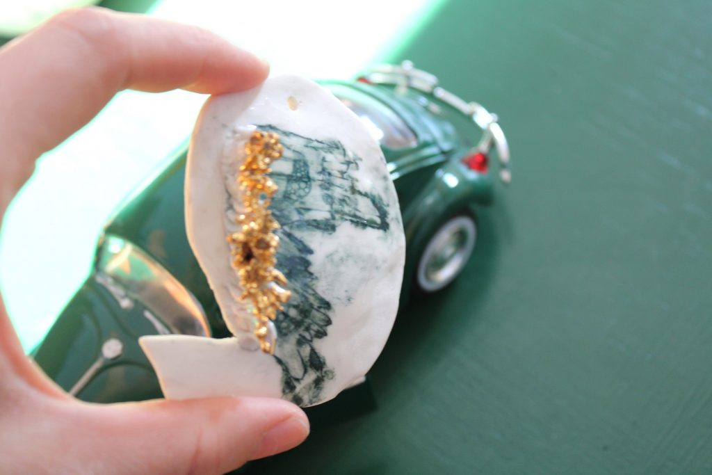 Meike Janssens – art and ceramics – porcelain art – wearable art